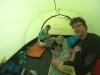 Kartenspielen im Zelt