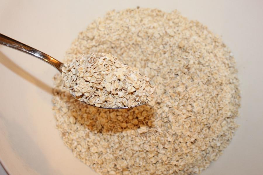 2. Haferflocken, braunen Zucker und Zimt