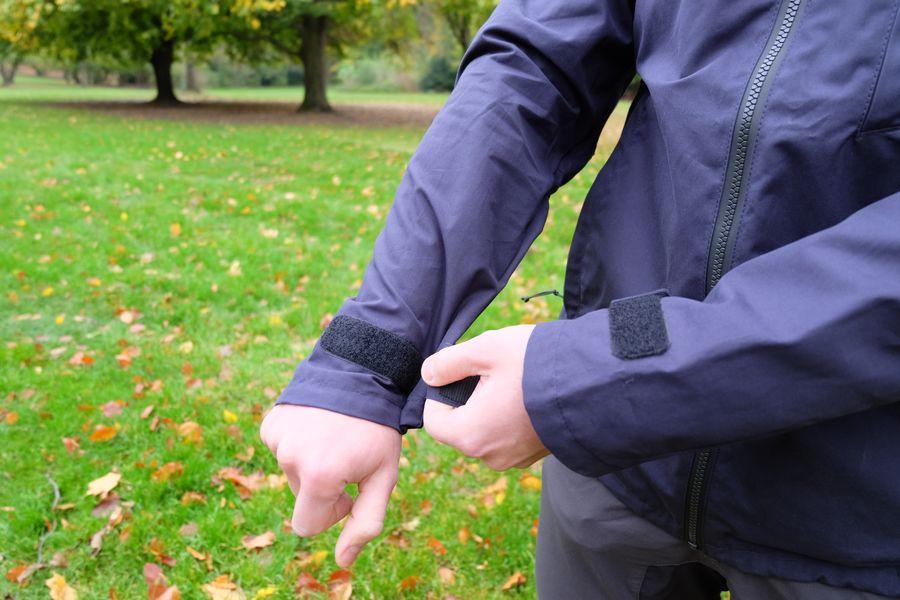 Auch die Armbündchen können die Wind flexibel abhalten.
