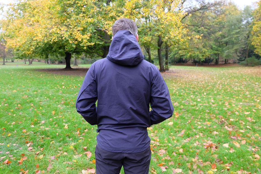 Der lange Rücken (hier Größe M) ermöglicht alle Aktivitäten ohne das der Wind eindringt.