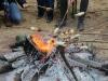 Und sich am Feuer erwärmen.