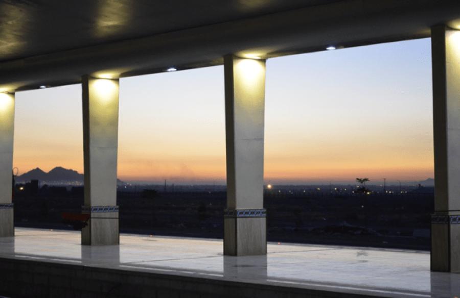 Morgendliche Ankunft: Sonnenaufgang am Bahnhof von Esfahan.