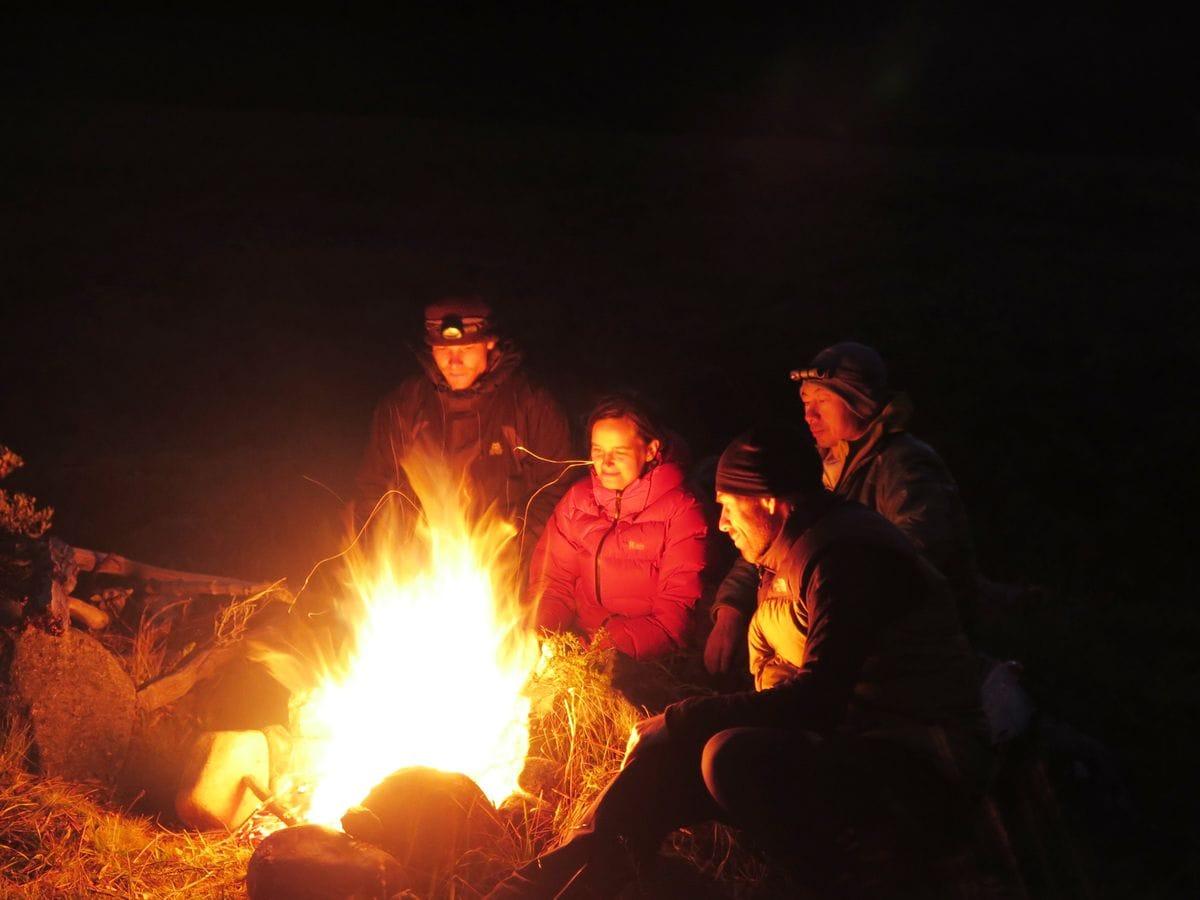 Aufwärmen am Lagerfeuer