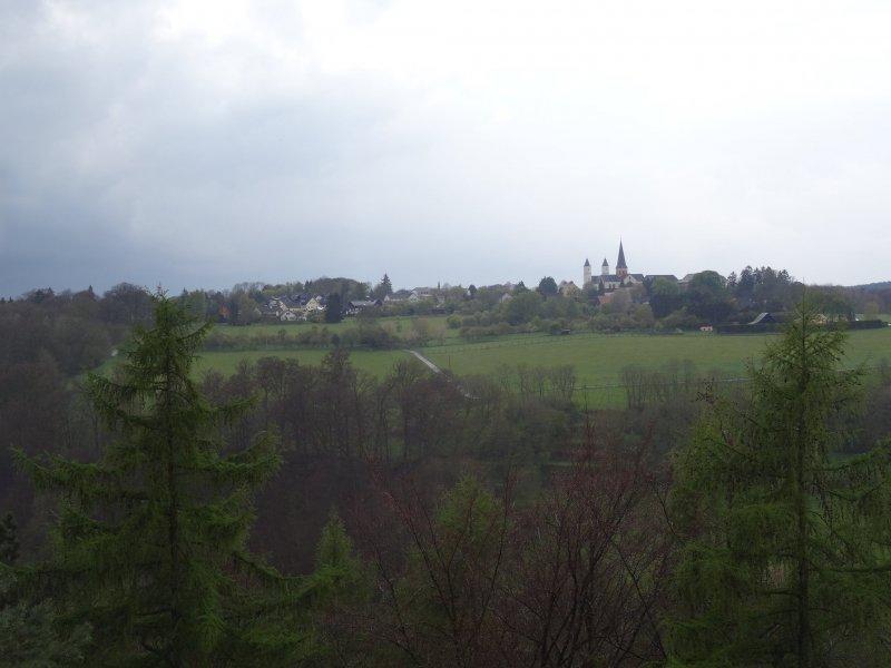 Kloster Steinfeld in wechselhafter Wetterkulisse