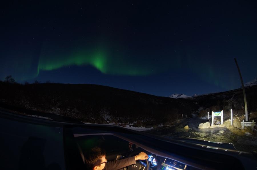 Ein echter Genuss: Polarlichter versüßen das Autofahren