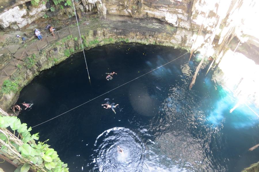 Per Liane zur Cenote