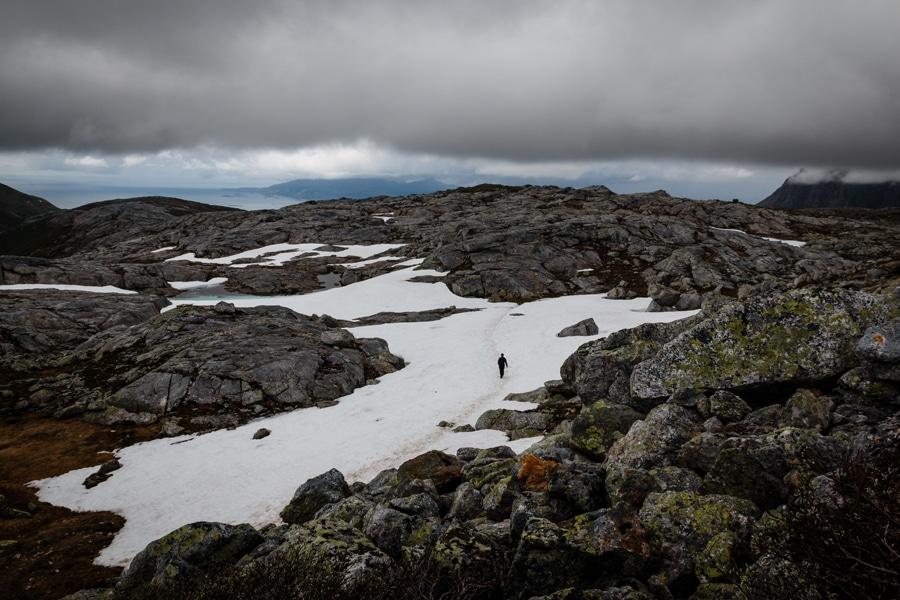 Hin und wieder geht es über Altschneefelder.