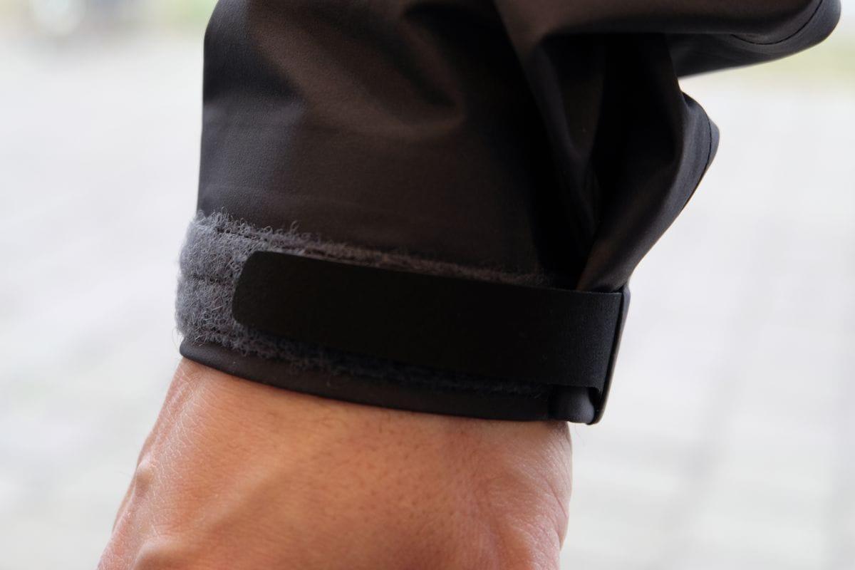 Die Bündchen umschließen sicher die Handgelenke, da verrutscht nichts