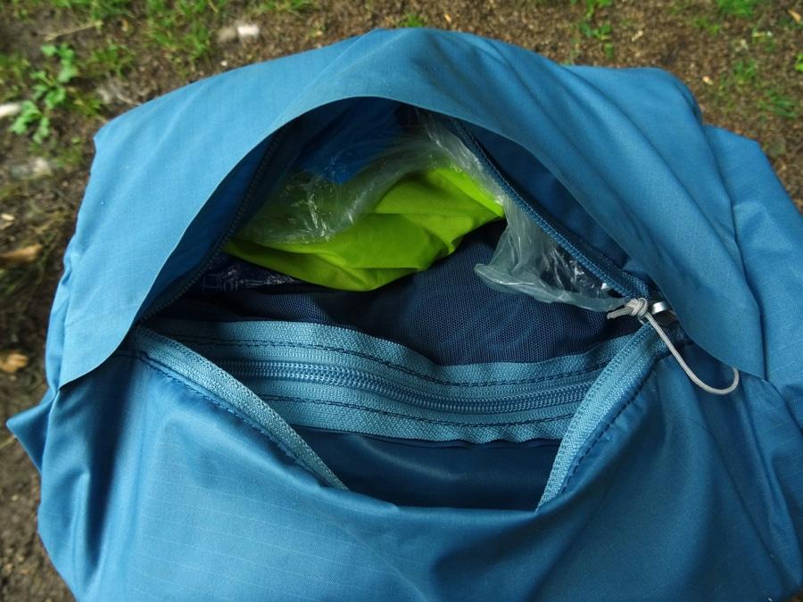 Deckeltasche ist bei offenem und geschlossenem Rucksack zu erreichen