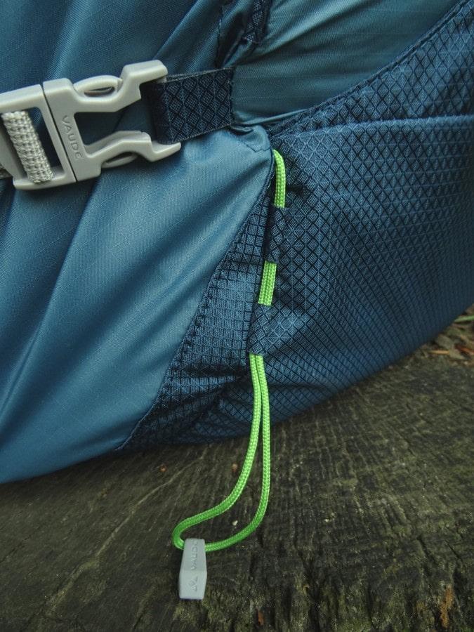 Vaude verarbeitet leichtes 70 D Ripstop (heller) und robusteres 200 D cross stitch Ripstop (dunkler)