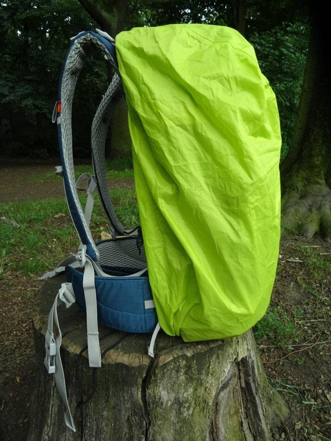 Ein optionales Raincover schützt vor Regen, aber auch bei härterem Einsatz