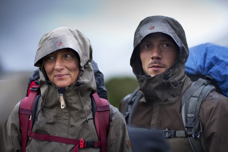 Fjällrävens Eco-Trail Jacket funktioniert bei jeder Witterung. Gibt's auch im CAMP4 Berlin. Foto: Fjällräven.
