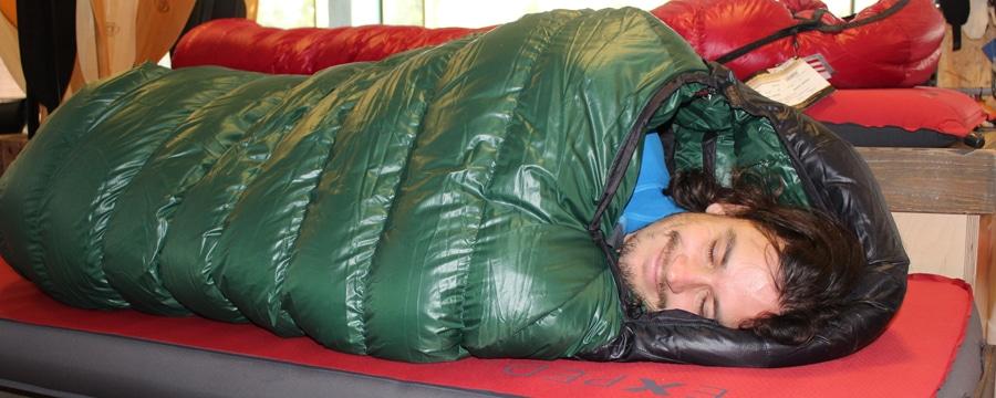 Sebastian hat seinen Schlafsack schon gefunden.