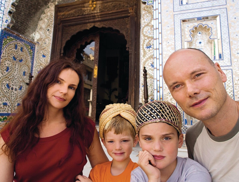 Familie Lilienthal in Indien: Mama Svenja, die Kinder Marlon und Noah sowie Papa Lars. Foto: Lars Lilienthal