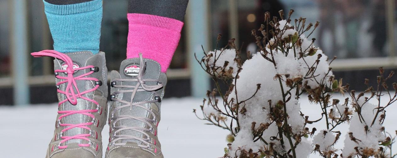 Socken umschließen den Fuß, sollten ihn aber nicht einengen!