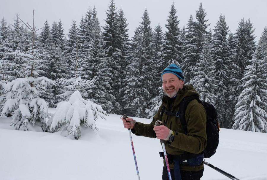 Camp4-Kollege Hans mit der Deubelskerl-Jacke auf Wintertour