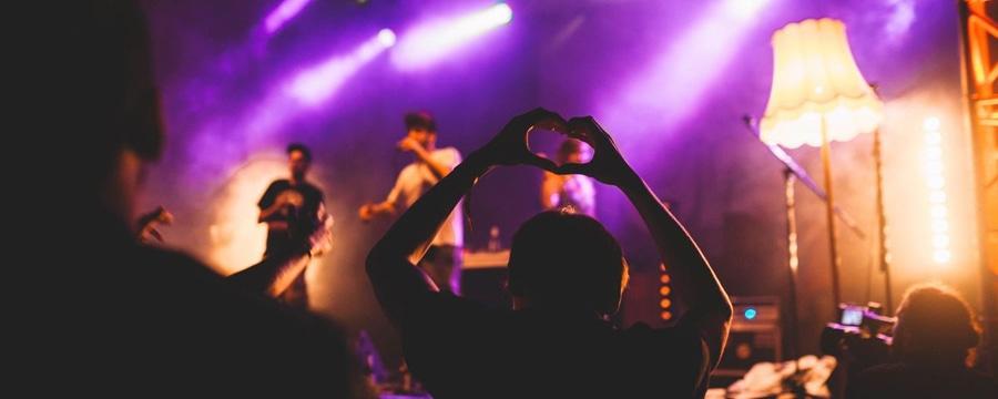Nachhaltiger Feiern: Vom Berg aufs Festival und zurück! Unsere Tipps für deinen Festivalsommer