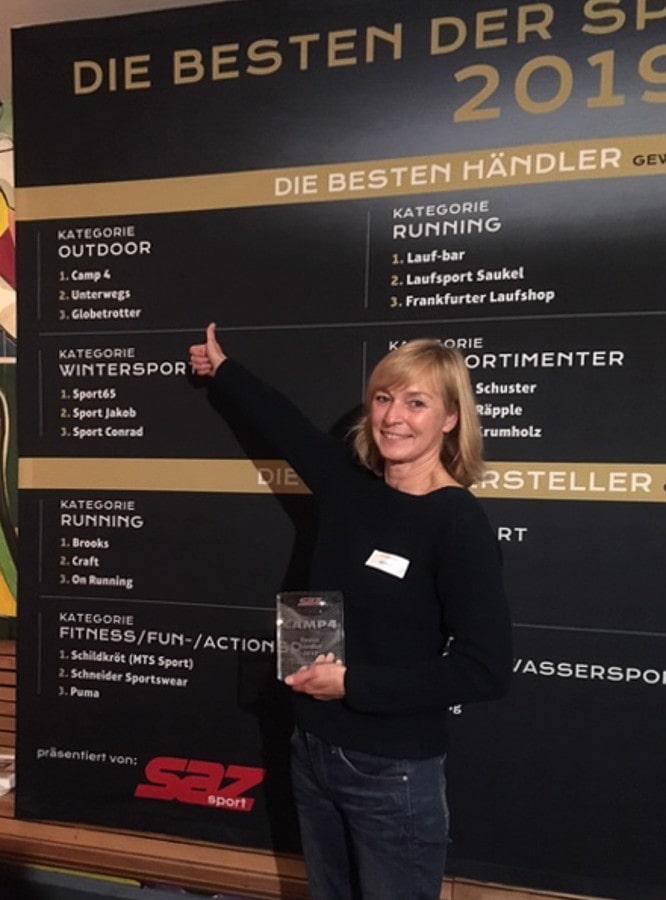 Camp4-Gründerin Anke Kunst nimmt die Auszeichnung entgegen