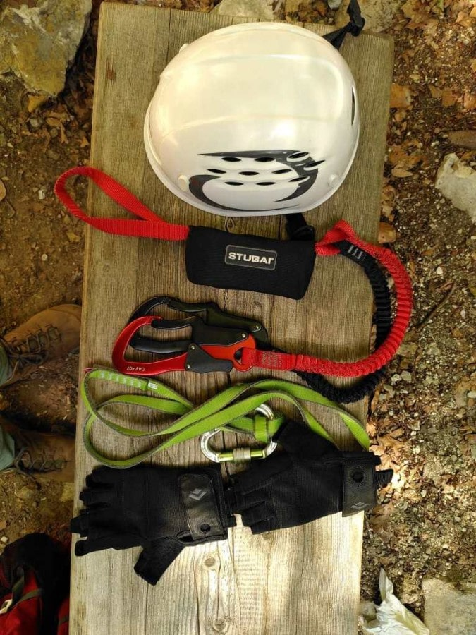 Teile der Ausrüstung für den Klettersteig