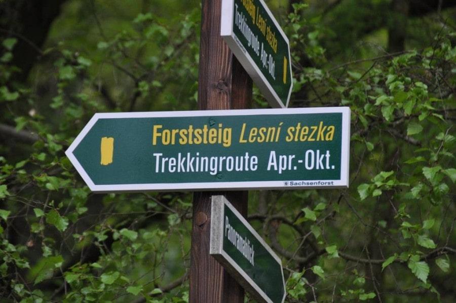 Wegweiser am Forststeig. Bildquelle: Sachsenforst
